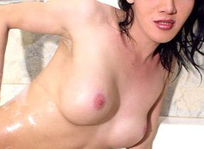 Shagable Femboy Plays In The Tub