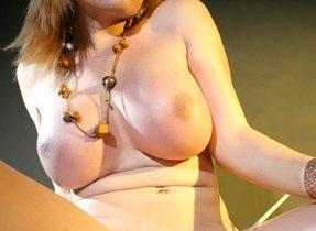 Massive Titties On Curvy Tranny