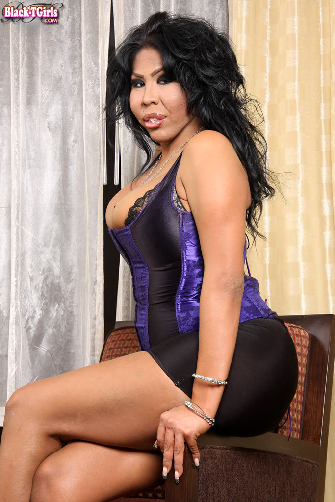 Meaty Black Ladyboy Flashes Us Off Her Curves