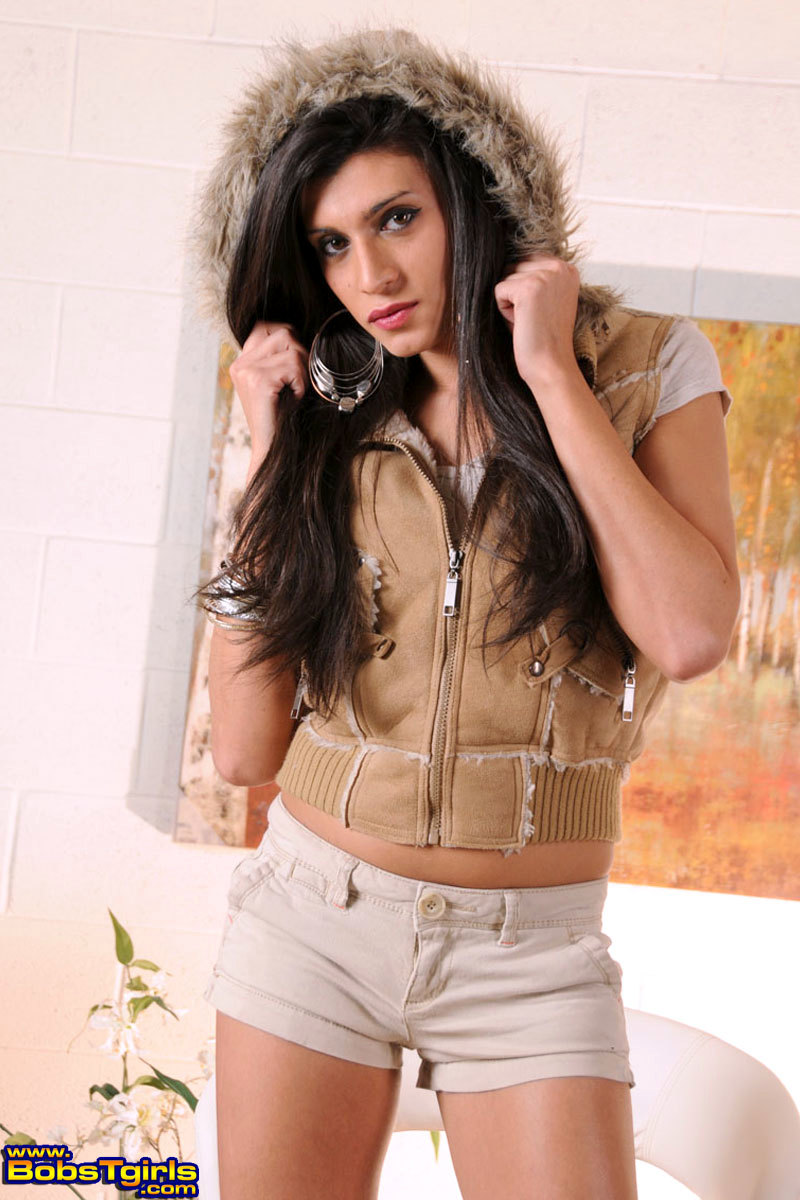Sweet Brunette Amanda Stripping And Posing