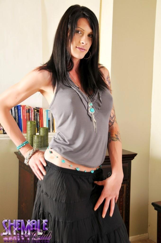 Sweet Hottie Morgan Bailey Posing Her Arousing Body