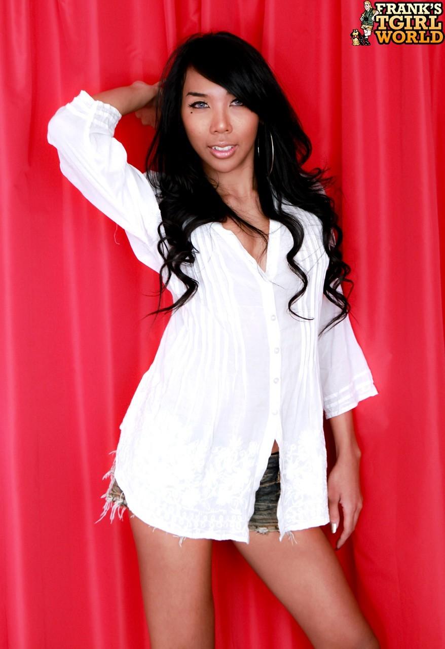 Shasha Sensual T Girl Loosing Her Clothes