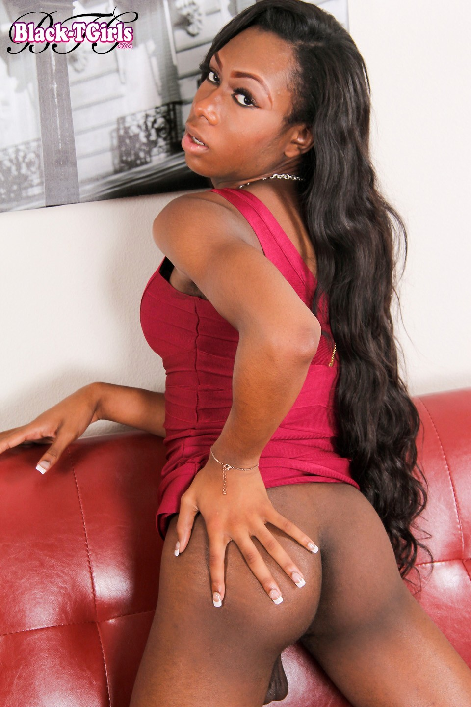 Eryn Skyy Exposign Her Sensuous Black Butt Hole
