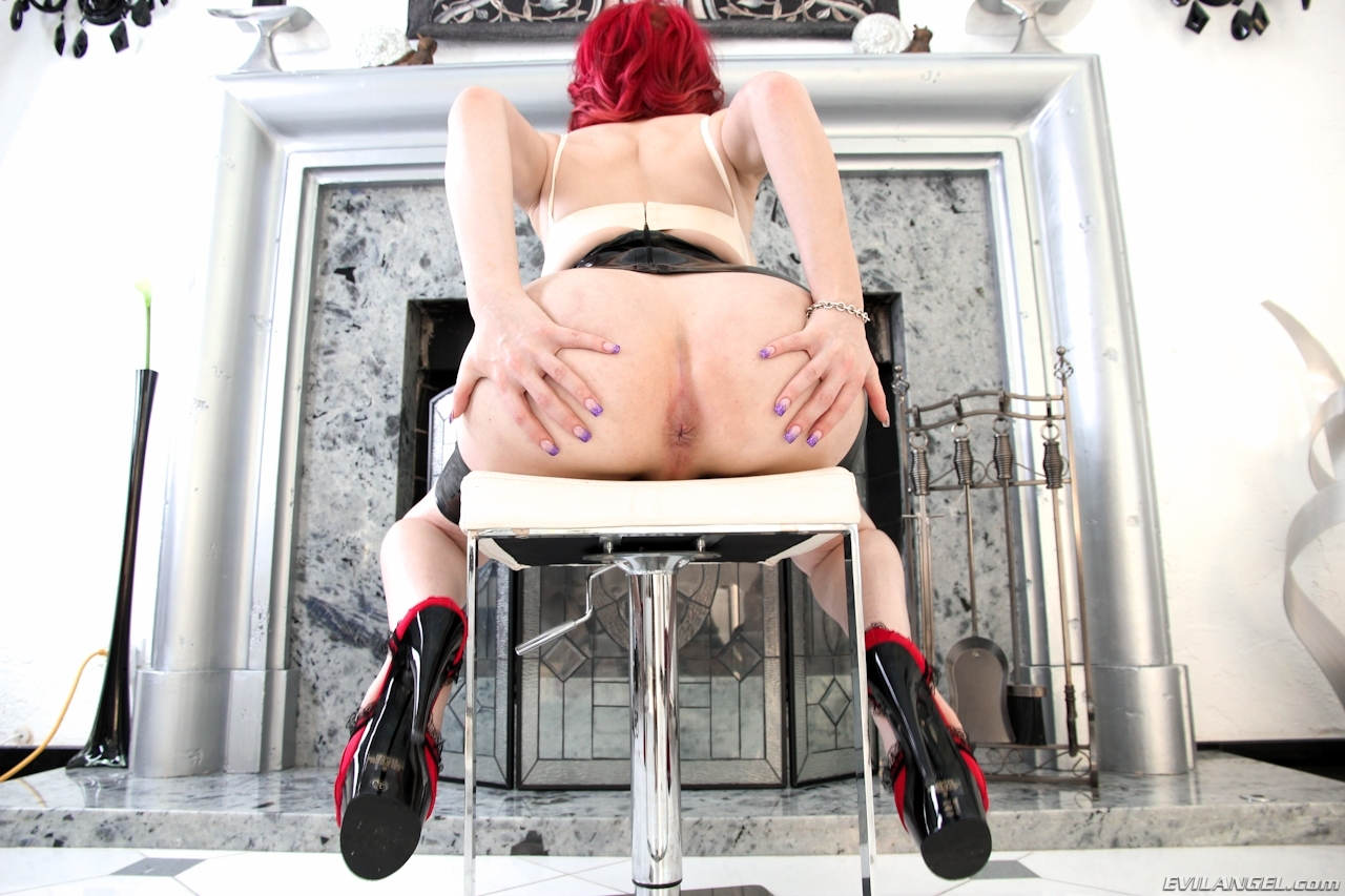 Yummy Sarina Valentina Redhaired Beauty Toying Her Bum